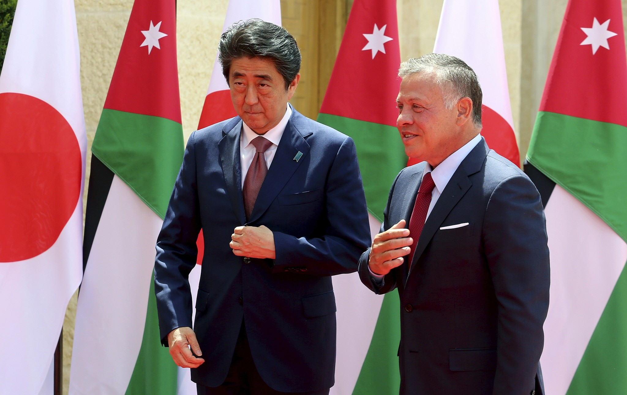 Japanese PM pledges not to move Israel embassy,reports from Palestinian official media