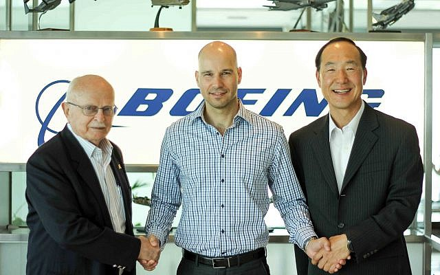 David Ivry, president of Boeing Israel (left), Assembrix co-founder and CEO Lior Polak, center, and JC Ahn, a Boeing representative, offset project manager (Courtesy)