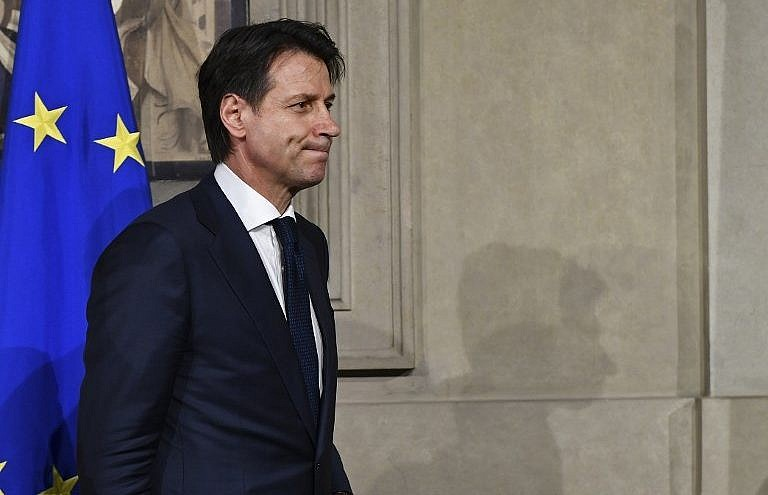 Row over finance minister prolongs Italy standoff