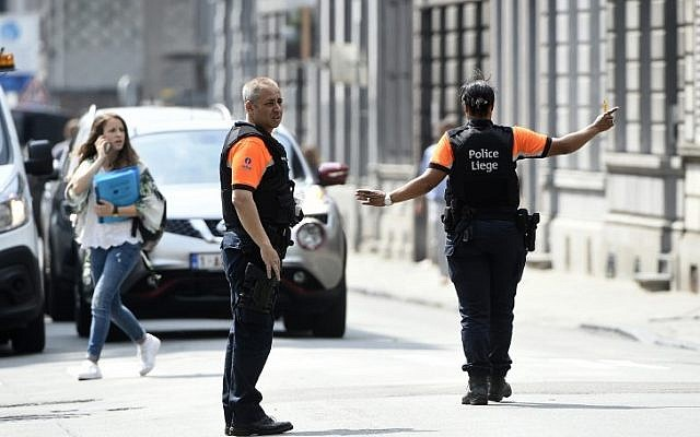Police officers redirect traffic in the eastern Belgian city of Liege on May 29, 2018, near the site where a man shot and killed three people before being shot dead by police. (AFP PHOTO / JOHN THYS)
