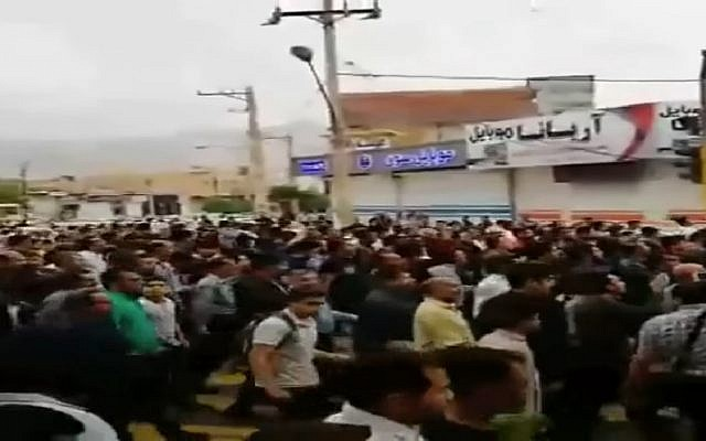 Protests in Kazeroon, Iran on May 17, 2018. (Screen capture: YouTube)