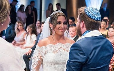 "Carolinne Salvio Fróes, a contestant on the Brazilian show ""Wedding Factory,"" with her new husband Allan Pavlovsky de Boucherville Borges. (Victor Silva/Wedding Factory via JTA)"