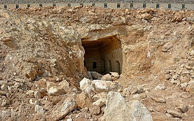 Entrance of a three-room 2,000-year-old burial cave near Tiberias, June 2018. (Miki Peleg, Israel Antiquities Authority)