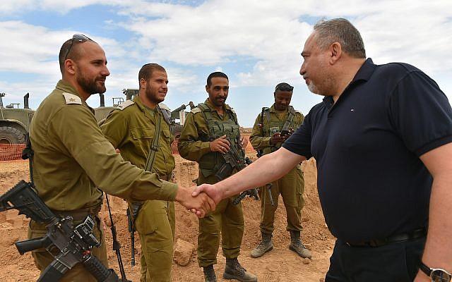 Defense Minister Avigdor Liberman meets with IDF officers near the Gaza border on June 12, 2018. (Ariel Hermoni/Defense Ministry)