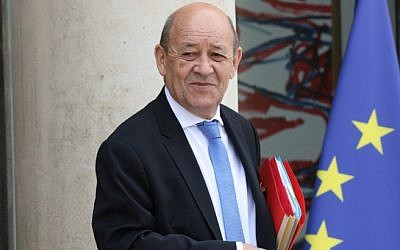 French Foreign Minister Jean-Yves Le Drian leaves the Elysee presidential palace in Paris after a weekly cabinet meeting, on May 30, 2018 (AFP Photo/Ludovic Marin)