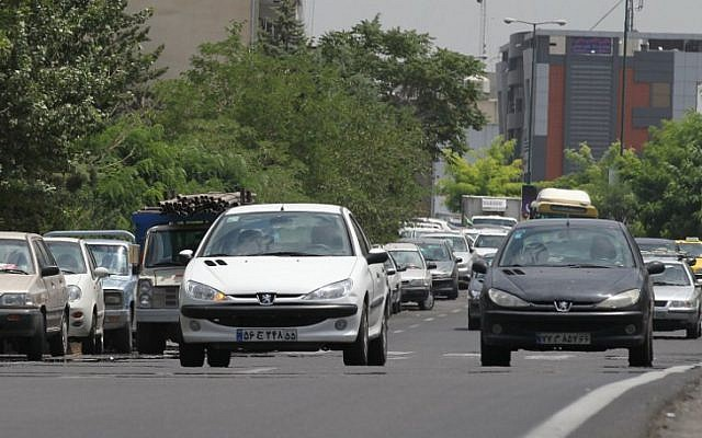 Iranians drive locally-manufactured Peugeot 206 cars in the streets of Tehran, July 24, 2012. (AFP PHOTO/ Atta KENARE/ File)