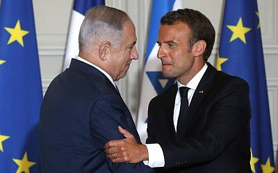French President Emmanuel Macron, right, and Prime Minister Benjamin Netanyahu shake hands during a joint press conference after their meeting at the Elysee Palace in Paris, on June 5, 2018. (Philippe Wojazer/AFP)