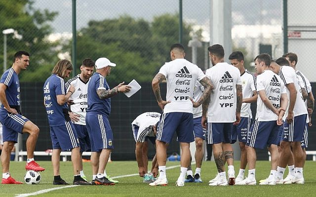 Argentina's forward Lionel Messi (3L) attends a training session with teammates in Sant Joan Despi, near Barcelona, on June 6, 2018. (AFP PHOTO / PAU BARRENA)