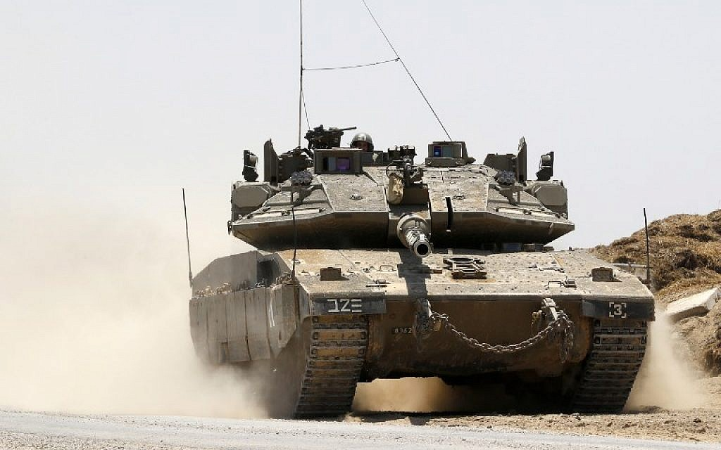 An Israeli Merkava tank is seen along the border between Israel and the Gaza Strip near Kibbutz Nahal Oz on June 8, 2018. (AFP Photo/Jack Guez)