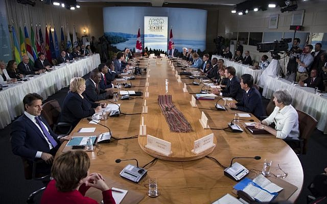 A general view of leaders attending the G7 Outreach work session at the G7 summit in La Malbaie, Canada, on June 9, 2018.  AFP PHOTO / POOL / Ian LANGSDON)