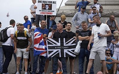 Supporters of far-right spokesman Tommy Robinson demonstrate in Trafalgar Square in central London on June 9, 2018. (AFP/ Niklas Hallen)