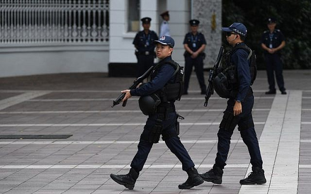 Armed police patrol outside the Istana, the official residence of the Singaporean prime minister, ahead of the US-North Korea summit in Singapore on June 11, 2018.  (AFP PHOTO / ADEK BERRY)