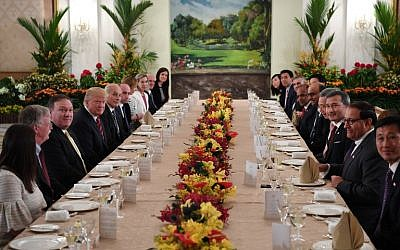 US President Donald Trump, fourth left, and his delegation share a working lunch Singapore's Prime Minister Lee Hsien Loong and his team during the US leader's visit to The Istana, the official residence of the prime minister, in Singapore on June 11, 2018. (AFP PHOTO / SAUL LOEB)
