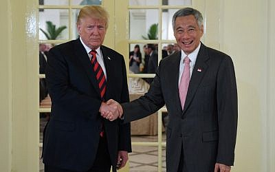 US President Donald Trump, left, shakes hands with Singapore's Prime Minister Lee Hsien Loong during his visit to The Istana, the official residence of the prime minister, in Singapore on June 11, 2018. (SAUL LOEB/AFP)