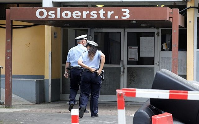 Policemen enter an apartment building in Cologne, western Germany, on June 14, 2018 where a Tunisian suspected of trying to build a biological weapon was arrested two days before. (AFP Photo/dpa/Oliver Berg)