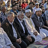 Hamas leader Ismael Haniyeh (3rd-L) attend morning prayers during the first day of the celebrations of Eid al-Fitr, at the Israel-Gaza border east of Gaza city on June 15, 2018. (AFP PHOTO / MAHMUD HAMS)