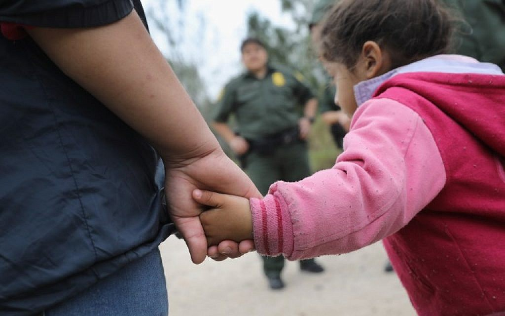 In this photo taken on January 4, 2017 US Border Patrol agents take Central American immigrants into custody near McAllen, Texas. (AFP PHOTO / GETTY / JOHN MOORE)
