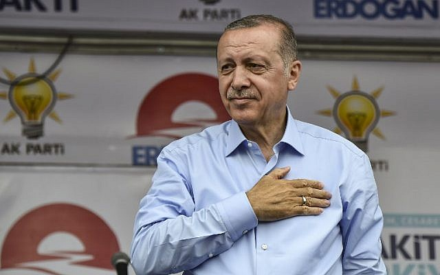 Turkish outgoing President and candidate Recep Tayyip Erdogan salutes party supporters during a rally on the eve of the elections in Istanbul on June 23, 2018.  (AFP PHOTO / Aris MESSINIS)
