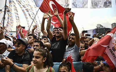 Supporters of the Turkish President shout slogans as they attend a campaign rally in Istanbul on June 23, 2018, one day before presidential and parliamentary elections.  (AFP PHOTO / Aris MESSINIS)