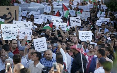 Palestinians take part in a protest calling for a lift of the sanctions on the Gaza Strip, in the occupied West Bank city of Ramallah, on June 23, 2018. (AFP/ ABBAS MOMANI)