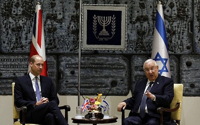 President Reuven Rivlin (R) meets with Prince William  the Duke of Cambridge, at the President's Residence in Jerusalem on June 26, 2018 (AFP PHOTO / GALI TIBBON)