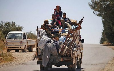 Displaced Syrians are seen leaving opposition-held areas of Daraa on June 26, 2018. ( Mohamad ABAZEED/AFP)