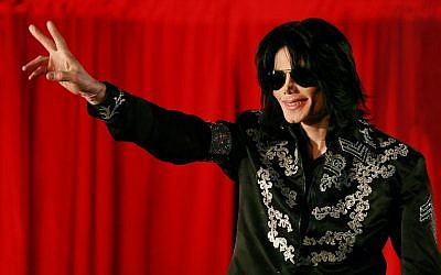 In this photo taken on March 5, 2009 US popstar Michael Jackson addresses a press conference at the O2 arena in London. (AFP PHOTO / Carl DE SOUZA)