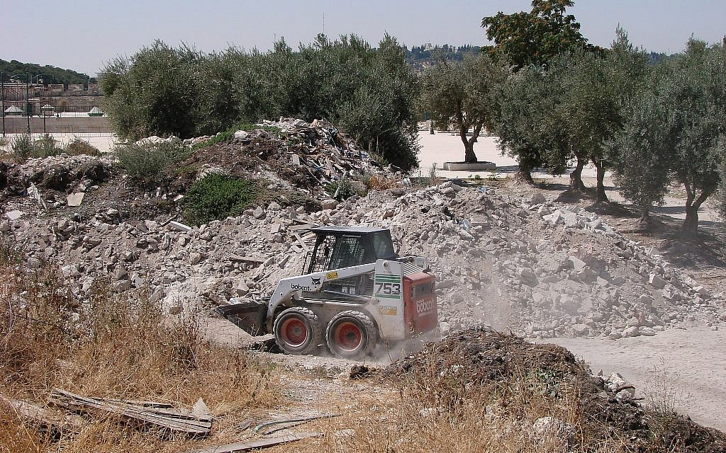 A Bobcat front-loader moves earth on the Temple Mount in July 2011. (Zachi Dvira)
