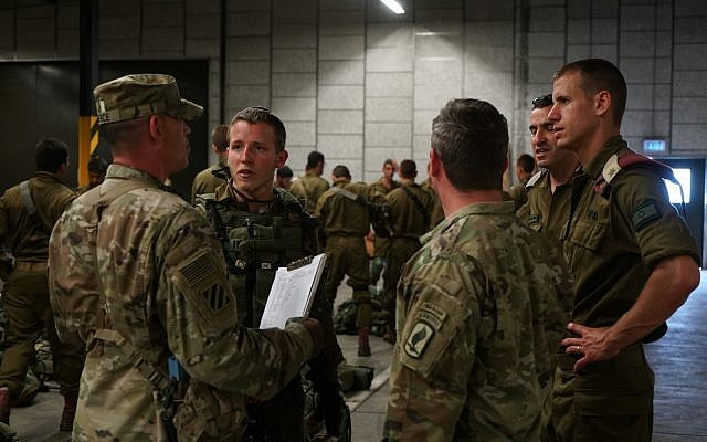 Israeli paratroopers speak with American soldiers during the US-led Swift Response exercise in Europe in June 2018. (Israel Defense Forces)