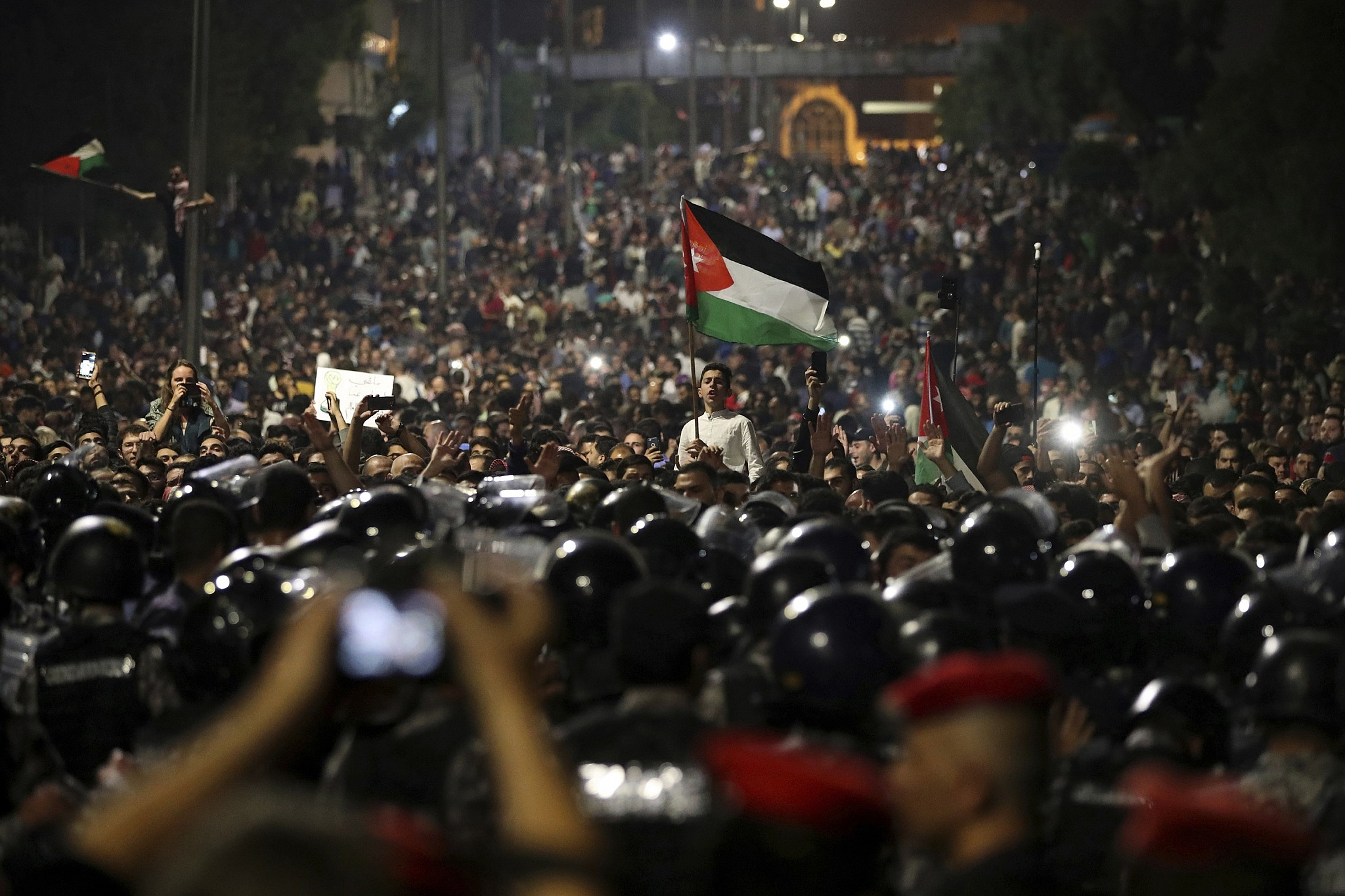 King warns Jordan 'at crossroads' over economic protests