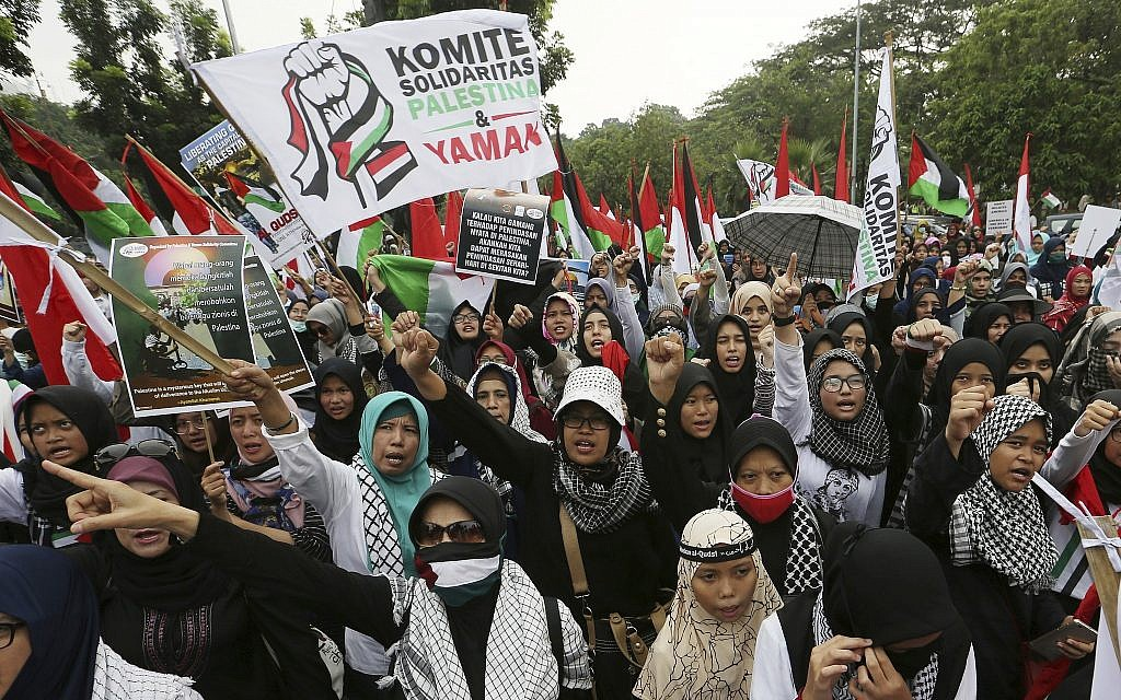 Muslim protesters shout slogans during a rally marking Jerusalem Day outside the US Embassy in Jakarta, Indonesia, on June 8, 2018. (AP Photo/Achmad Ibrahim)