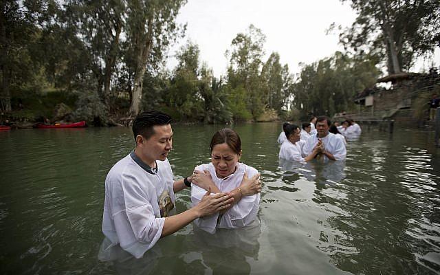 Indonesian priests baptize Christian pilgrims in the Jordan river at Yardenit baptismal site in Israel, March 17, 2017. (AP Photo/Dusan Vranic)