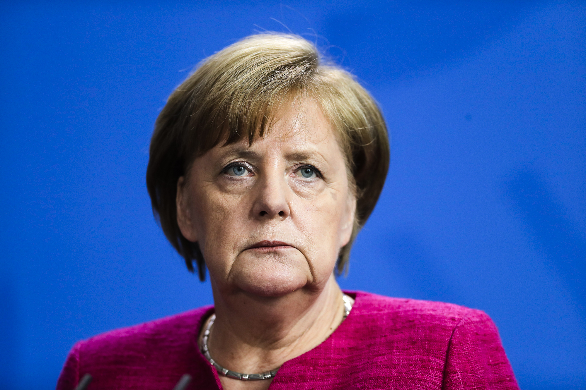 Merkel gets 2-week deadline in German migrant row