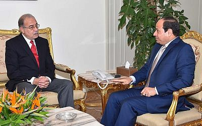 In this photo provided by Egypt's state news agency MENA, Egyptian President Abdel-Fattah el-Sissi, right, meets with Sharif Ismail in Cairo, Egypt, Saturday, Sept. 12, 2015. (MENA via AP)