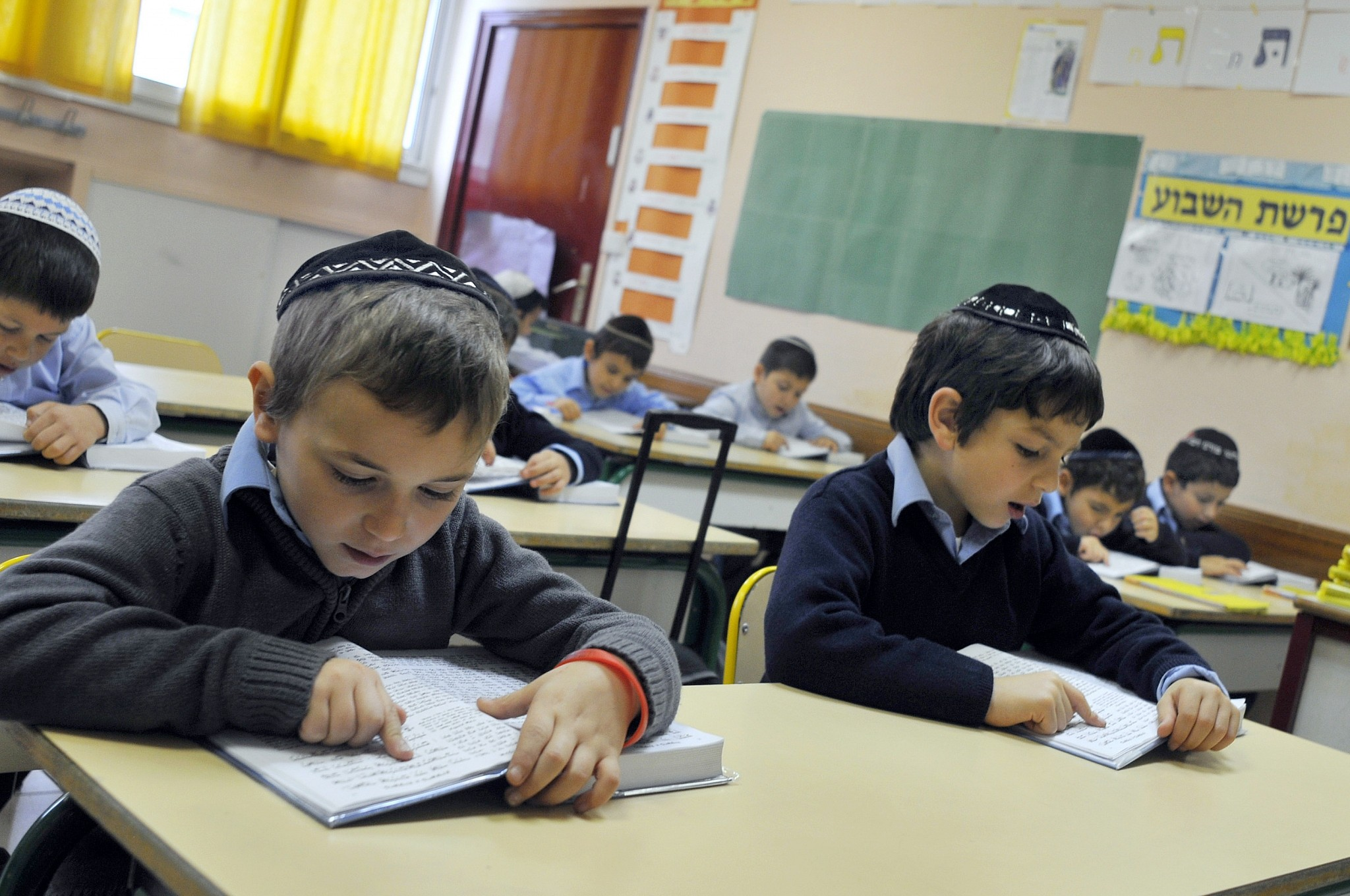 French Public Schools Reminded To Enforce Kippah Headscarf Ban