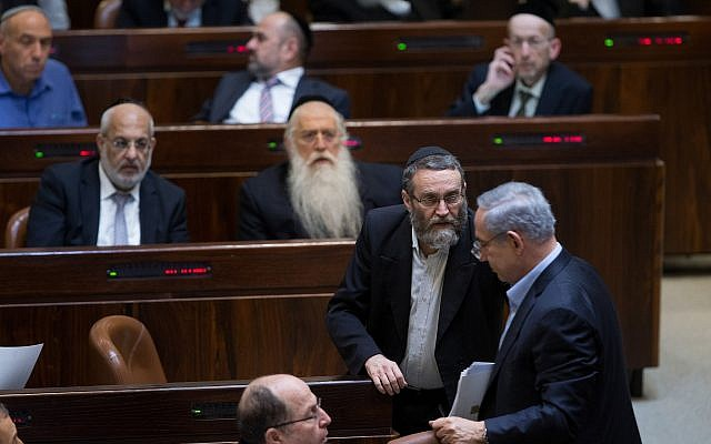 United Torah Judaism MK Moshe Gafni speaks with Prime Minister Benjamin Netanyahu (right) in the Knesset on November 24, 2015. (Yonatan Sindel/Flash90/File)