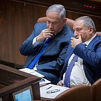 Prime Minister Benjamin Netanyahu, left, and Defense Minister Avigdor Liberman in the Knesset, on October 24, 2017. (Yonatan Sindel/Flash90)