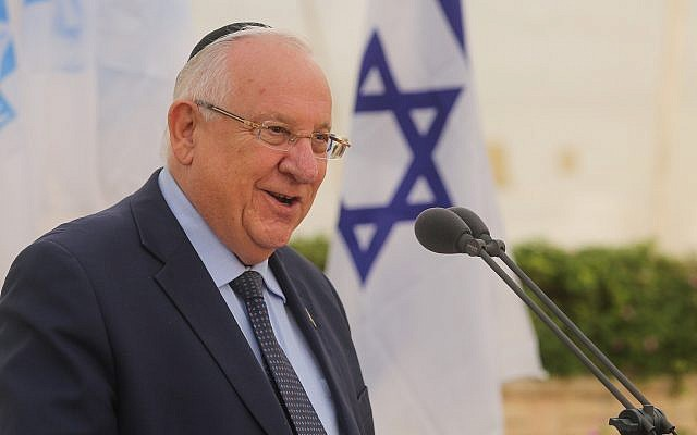 President Reuven Rivlin speaks at the annual memorial service for the victims of the Altalena Affair, in Tel Aviv, on May 30, 2018. (Marc Israel Sellem/POOL)