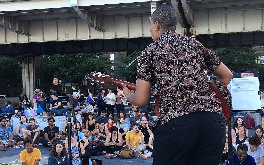 Musical performance at the Juneteenth seder put on by JFREJ, held alongside the East River in New York City on June 14, 2018. (Steven Davidson/ Times of Israel)