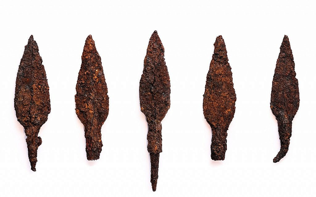 First Temple iron arrowheads from Tel Lachish, on show at the Armstrong Auditorium in Edmond, Oklahoma, June 2018. (Courtesy Israel Antiquities Authority, Photo: Reese Zoellner/Watch Jerusalem)
