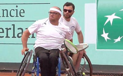 Israel's Noam Gershony (right) and Shraga Weinberg at the BNP Paribas World Team Cup on June 2, 2018. (Screen capture/YouTube)