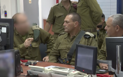 IDF Chief of Staff Gadi Eisenkot receives a briefing from an intelligence officer in the Gaza Division on May 29, 2018. (Israel Defense Forces)