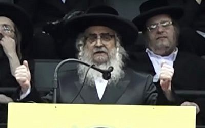 Satmar Rabbi Aaron Teitelbaum gives a speech to thousands of his followers at Nassau Coliseum in Long Island, New York, on June 3, 2018. (Screen capture: YouTube)