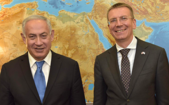 Latvian FM Edgars Rinkēvičs, right, with PM Netanyahu, in Jerusalem, June 2018 (Twitter)