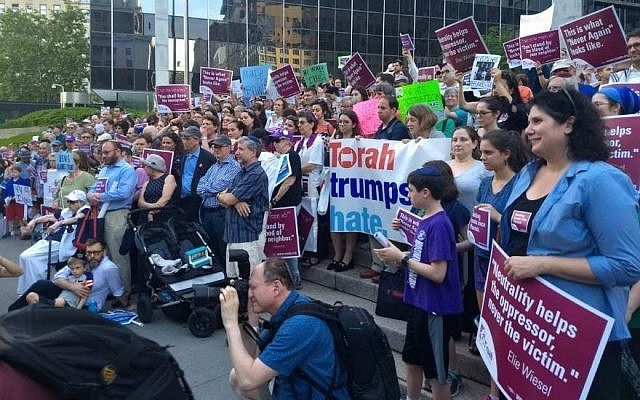 Protesters at a Jewish rally at the Immigration and Customs Enforcement headquarters in New York City demonstrate against the government's border separation policy, June 21, 2018. (Ben Sales/JTA)