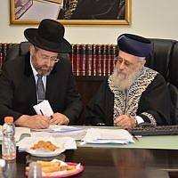 Ashkenazi Chief Rabbi David Lau (L) and Sephardi Chief Rabbi Yitzhak Yosef convene an emergency meeting against a new proposal to overhaul the conversion to Judaism system in the country on June 3, 2018 (Courtesy of the Chief Rabbinate spokesperson)