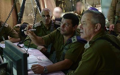 Then-Givati Brigade commander Col. Ofer Winter, center, speaks to then-IDF chief of staff Benny Gantz, right, and then-head of the IDF Southern Command Maj. Gen. Sami Turjeman during the 2014 Gaza war on August 2, 2014. (Israel Defense Forces)