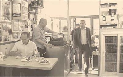 Mayor Nir Barkat's endorsement video for Jerusalem Affairs Minister Ze'ev Elkin (Screen capture: Facebook)