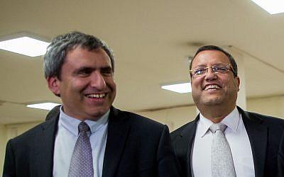 Likud Minister Zeev Elkin (L) and Moshe Leon  in the Knesset on March 26, 2015. (Yonatan Sindel/FLASH90)