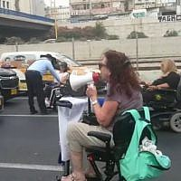 A handful of wheelchair-bound protesters close Tel Aviv's Ayalon Highway for an hour on June 28, 2018. (Screen capture: Hadashot news)